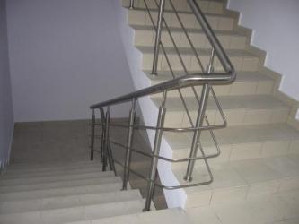 Огородження, перила сходів з полірованої нержавіючої труби